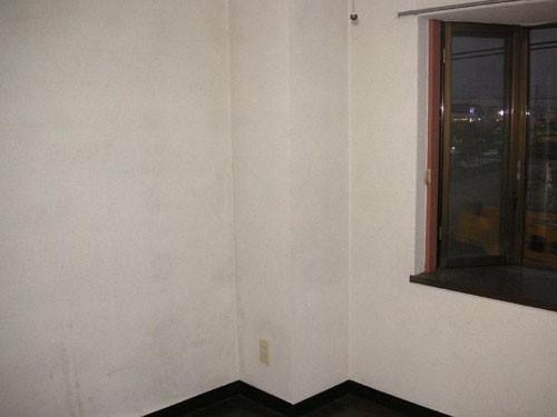 部屋のクロス塗装前