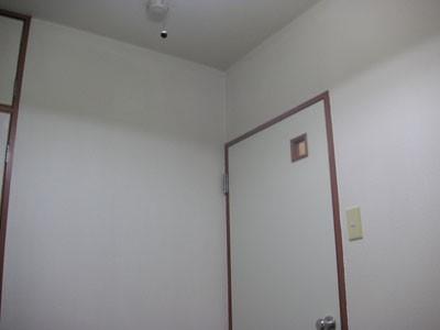 2回のクロス塗装を終えて綺麗になった部屋
